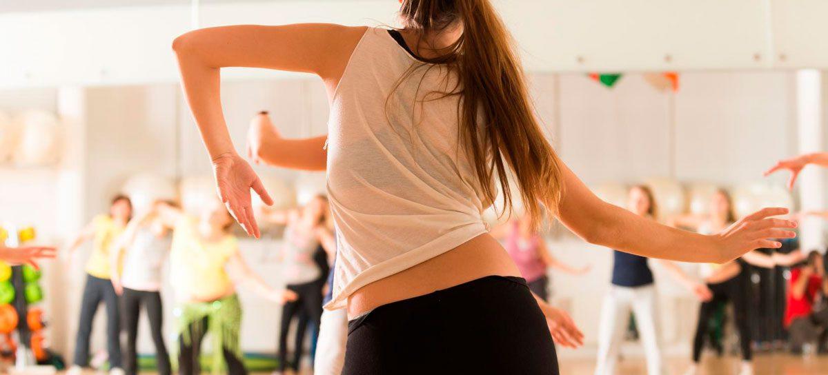 Zumba – tai šokio judesių, nuotaikingos muzikos ir fitneso sintezė norintiems greitai, smagiai ir efektyviai pagerinti fizinę formą. Sporto klubas OAZIS Šilutė