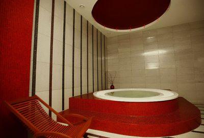 Sporto klubas OAZIS Spa zona-sukūrinė vonia